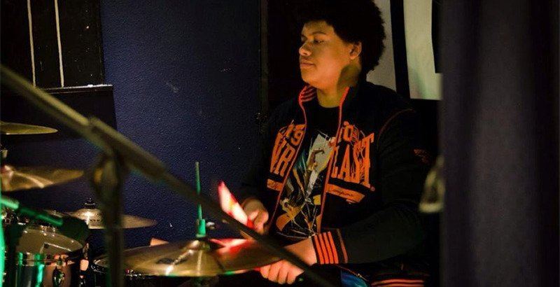 Ché on the drums